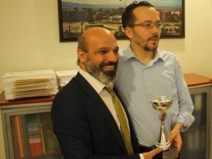 Adnan AYTAŞKIN Ödülünü Rektör BİRCAN'dan Aldı