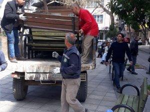 İncirliova'da belediye bankları kaldırıyor