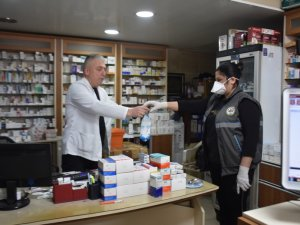 Başkan Kaya yaşlılara ve hastalara yardım elini uzattı