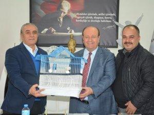 Başkan Mesut ÖZAKÇAN Kanarya Sevdi