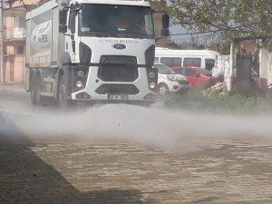 Efeler'deki Sokak ve Kaldırımları Köpüklü ve Tazyikli Suyla Yıkınayor