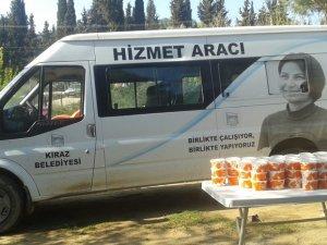 Kiraz Belediyesi, günde 200 aileye sıcak yemek dağıttı