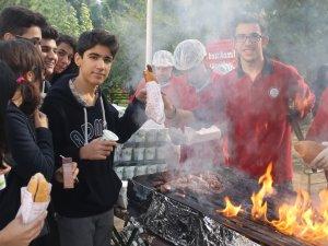 Doğukan Böke ARABACI Zefer'ini Sucuk Partisi İle Kutladı