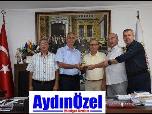 ASKF'dan Başkan Kale'ye Teşekkür Kupası
