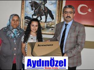Gamze'nin çok istediği Bilgisayarı Başkan Amca hediye etti