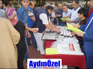 Aydın Bozoklar Derneği 29 Ekim Cumhuriyet Bayramı Etkinlikleri Kapsamında Tatlı Dağıttı.