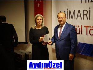 Mesut ÖZAKÇAN, Mimarlara Ödüllerini Dağıttı