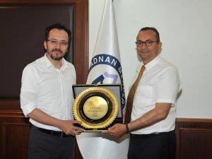 Rektör Prof. Dr. Cavit BİRCAN'a Teşekkür Plaketi