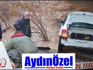 Aydında Otomobil Sulara Kapıldı