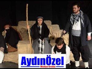 """""""TÖRE"""" ADLI OYUN KUŞADASI'NDA SAHNELENDİ"""
