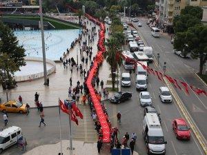 EFELER BELEDİYESİ'NDEN 500 METRELİK TÜRK BAYRAĞI İLE CUMHURİYET YÜRÜYÜŞÜ