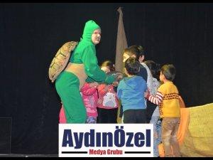 'UZUN KULAK İLE TOSPİK' EFELER'DE MİNİKLERLE BULUŞTU
