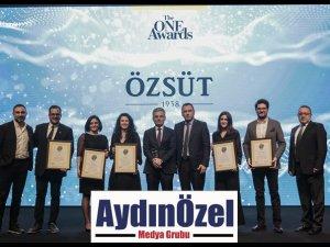 """Özsüt'e The ONE Awards'dan """"Yılın İtibarlısı"""" Ödülü"""