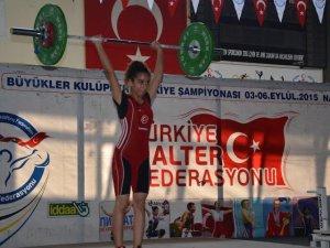 NAZİLLİ'DE HALTER ŞAMPİYONASI BAŞLADI