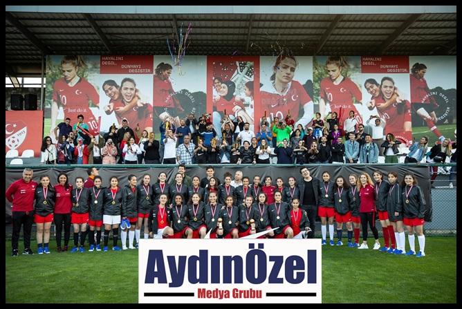 1558957456_nike_kadin_futbol_5.jpg